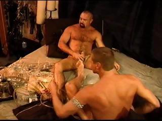 2 homo males experiment with the cock pump and end up with lengthy weenies