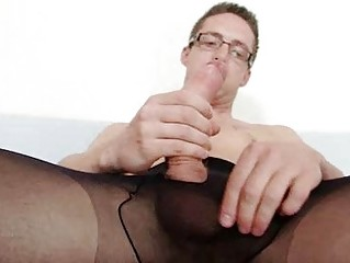 Solo homosexual Rick cums on his nylon tights