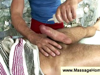 Homosexual masseur wanking hairy fellow
